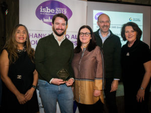 Kevin Mulligan (2nd L), Helena Lenihan (C), Stephen Roper (2nd R) with ISBE President Kiran Trehan (L) & ISBE 2019 Co-Chair Michele Rusk (R)
