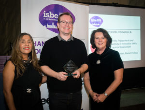 Andrew Johnston (C) with ISBE President Kiran Trehan (L) & ISBE 2019 Co-Chair Michele Rusk (R)