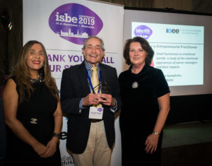 Gerald Watts (C) with ISBE President Kiran Trehan (L) & ISBE 2019 Co-Chair Michele Rusk (R)