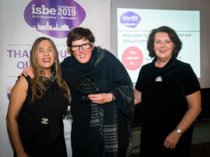 Katie Aitken-McDermott (C) with ISBE President Kiran Trehan (L) and ISBE 2019 Co-Chair Michele Rusk (R)