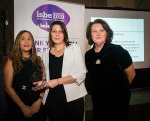 Bochra Idris (C) with ISBE President Kiran Trehan (L) & ISBE 2019 Co-Chair Michele Rusk (R)