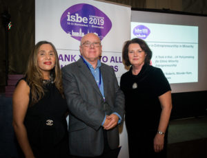 Richard Roberts (C) with ISBE President Kiran Trehan (L) & ISBE 2019 Co-Chair Michele Rusk (R)