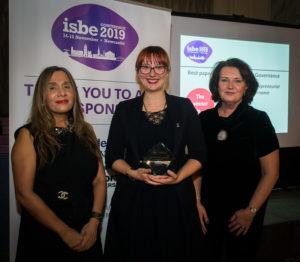 Michaela Hruskova (C) with ISBE President Kiran Trehan (L) & ISBE 2019 Co-Chair Michele Rusk (R)
